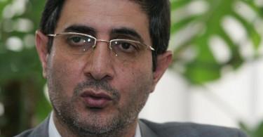 دکتر امامی رضوی رییس وقت دانشگاه تهران هرگونه استفاده از امکانات ولتی برای دانشجویان بین الملل را رد می کرد