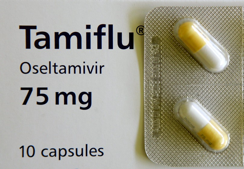 File close up photo of Roche AG's Tamiflu pills, known generically as oseltamivir, at the Center for Disease Control in Bangkok October 21, 2005. Researchers who have fought for years to get full data on Roche's flu medicine Tamiflu said April 10, 2014, that governments who stockpile it are wasting billions of dollars on a drug whose effectiveness is in doubt.  REUTERS/Adrees Latif/Files  (THAILAND - Tags: HEALTH BUSINESS)