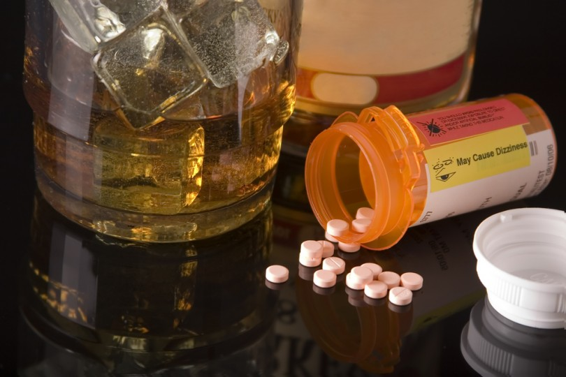 mixing-tramadol-with-alcohol-and-drugs